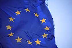 Themenfoto: Eine Europa-Flagge, die im Wind flattert