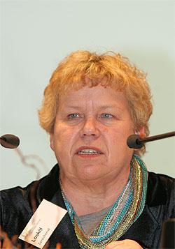 Hannelore Loskill während Rede am Rednerpult