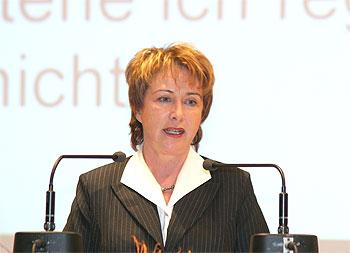Karin Evers-Meyer während ihrer Rede am Rednerpult