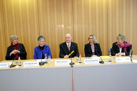 Podium beim Deutschen Behindertenrat: Flothann, Arnade, Hirrlinger, Saarholz, Loskill