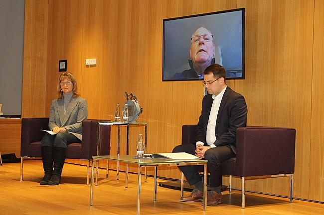 Christiane Möller, Horst Frehe via Videostream und Samuel Beuttler-Bohn in der Diskussion