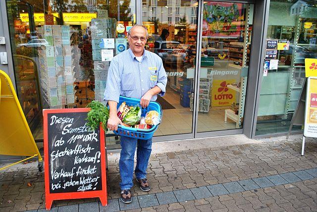 EDEKA-Chef Klaus Heiniger liefert nach Hause - kostenfrei © VdK-Geretsried