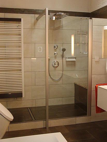 dusche ebenerdig umbauen stunning mietwohnung badewanne durch dusche ersetzen hause gestaltung. Black Bedroom Furniture Sets. Home Design Ideas