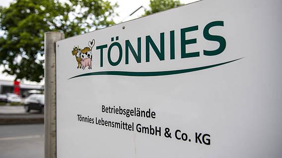 Schild von der Tönnies-Fabrik.