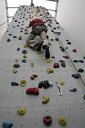 Lutz Boetel in der Kletterwand