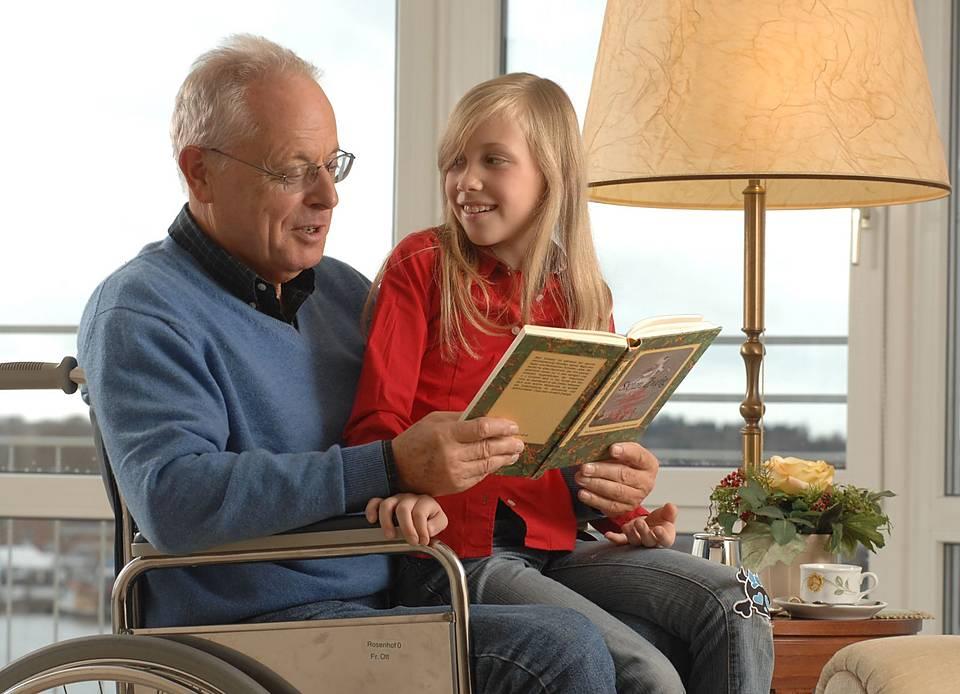 Opa Helmut besorgt es der Enkelin